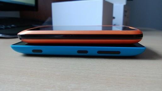 Cạnh bên của Lumia và ZTE Open sử dụng FireFox OS